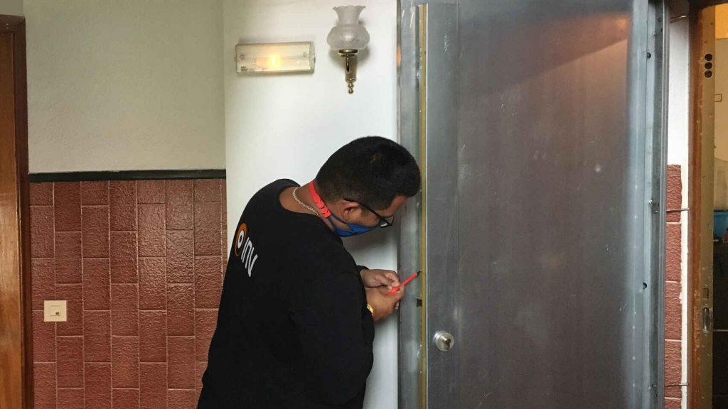 ¿Por qué instalar puertas anti-okupa en departamentos desocupados?